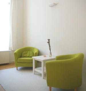 Therapieraum im Prenzlauer Berg im Winsviertel der Praxis für Hypnose und Coaching von Markus Janssen, Heilpraktiker Psychotherapie und systemisches Coaching